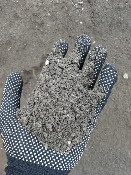 пескогрунт в руке