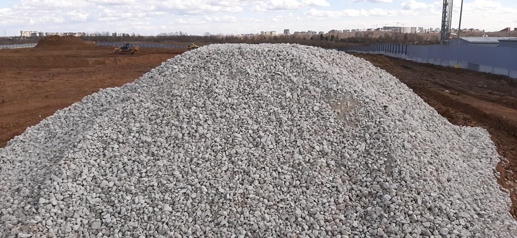 насыпь вторичного бетонного щебня